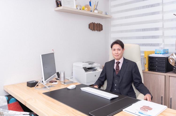 Dr. Ernest Li 李恒輝醫生